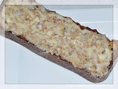 Köstliches Sesam-Mandelbrot